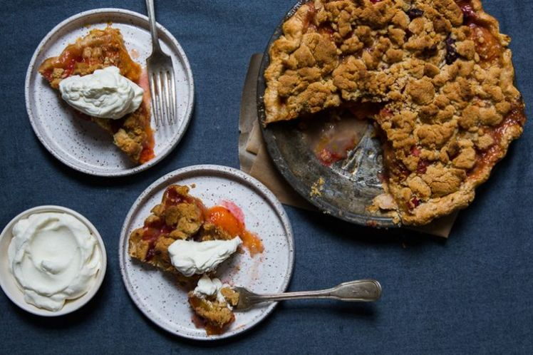 apricot and peach crumble pie