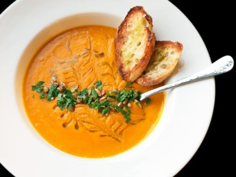 roasted butternut squash and raw carrot soup via serious eats