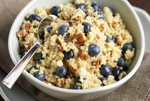 blueberry quinoa breakfast ceral via driscoll's
