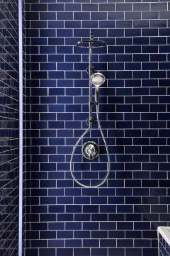 midnight blue bathroom tiles via thehousethata-mbuilt