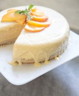 peach + honey ice cream cake with toasted cashew crust via what's cooking good looking