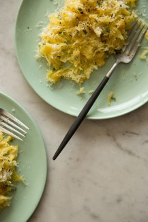 spaghetti squash with goat cheese and garlic sauce via spoon fork bacon