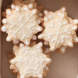 snowflake shortbread via southern living