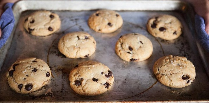 ovenly vegan chocolate chip cookie via vogue