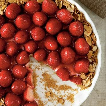strawberry almond cream tart via cooking light