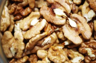 walnuts - FREE IIMAGE via Pixabay