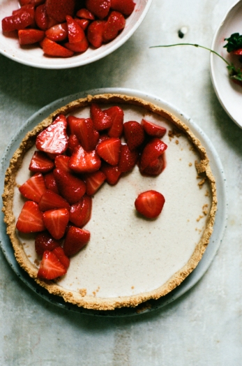 vegan strawberry vanilla custard tart via apt2b baking