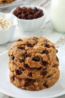 gluten free oatmeal cookies via texanerin