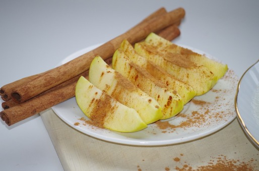 apple sprinkled with cinnamon FREE IMAGE via pixabay