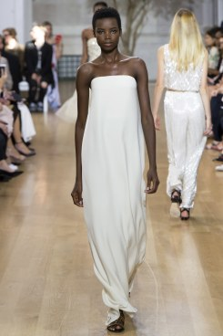 oscar-de-la-renta-white dress -spring2017rtw-look25-via-vogue-runway