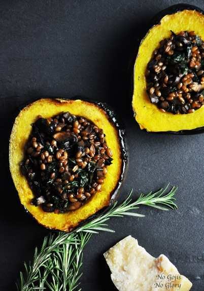 roasted acorn squash via no gojis no glory