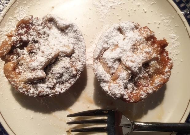 caramel-pear-pecan-mini-pie-with-powdered-sugar