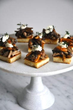 wild-mushrooms-on-brioche-crostini-via-kitchen-culinaire