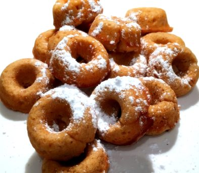 mini-sour-cream-doughnuts-via-the-sugarapple