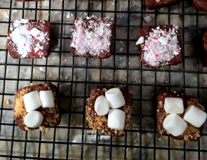peppermint-smore-brownie-bites-via-the-sugarapple