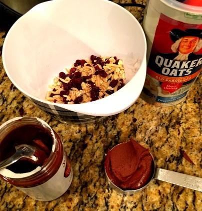 chocolate-hazelnut-granola-bar-ingredients-via-the-sugarapple