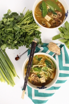 vegan-lemongrass-thai-green-curry-soup-with-zucchini-noodles-via-inspiralized