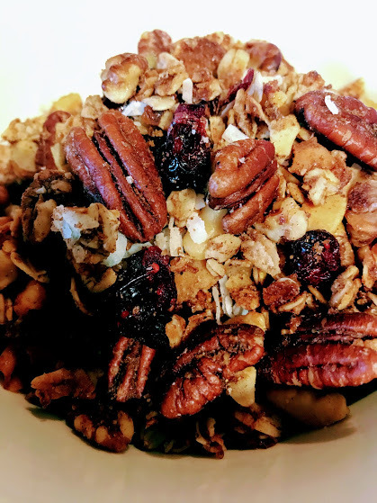 granola close up image via The SugarApple